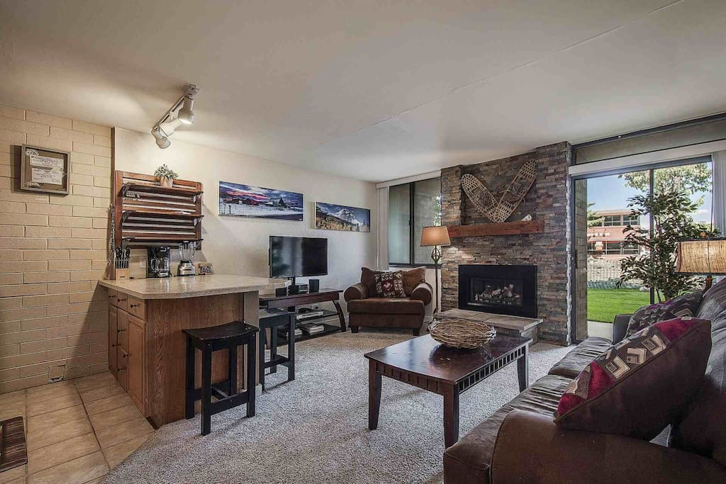 This downtown condo is great for couples, visiting skiers & snowboarders, adventure seekers and can accommodate four (4) guests at a time.