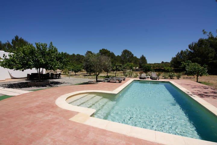 Sunny House San Rafael with pool