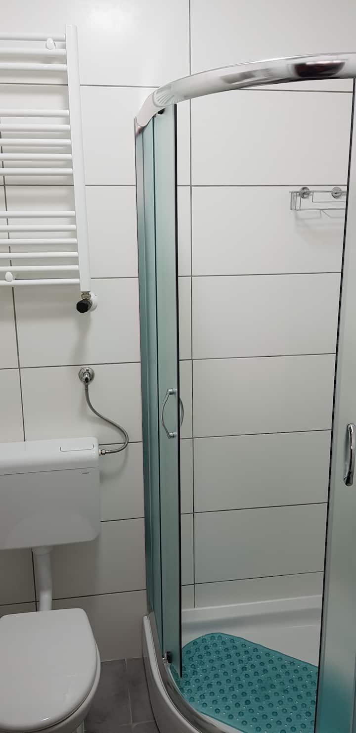Room 3 - dvokrevetna soba s kupaonicom