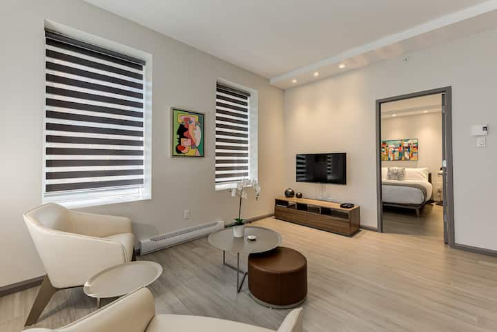 MODERN & DESIGN APARTMENT - CLOSE TO OLD-QC (A08)