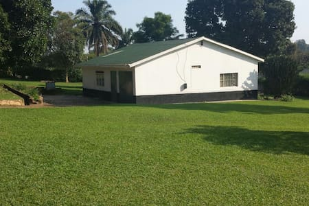 Single or double bedroom in Mpererwe, Kampala - House