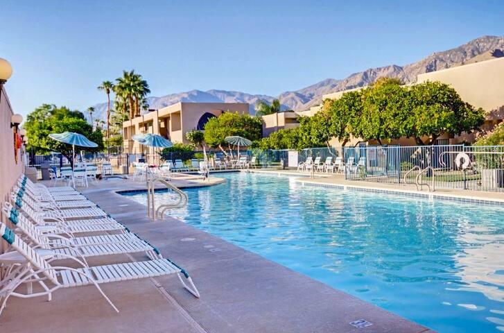 ★★★★★ Vista Mirage Palm Springs Resort