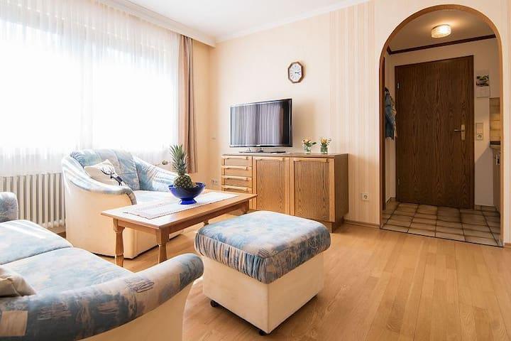 Gästehaus Maria, (Bad Rippoldsau-Schapbach), Ferienwohnung 2, 40qm, 1 Schlafzimmer, Zugang zum Garten, max. 3 Personen