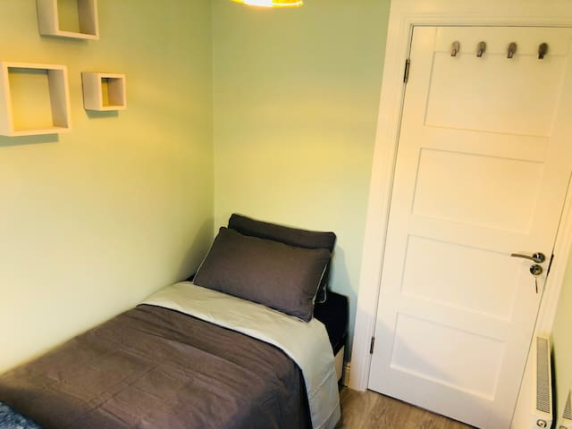 Comfy Blue Single Room City Centre