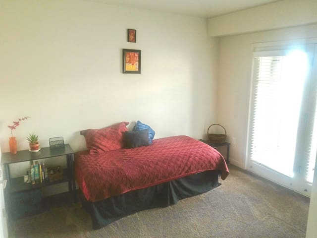 Private Bedroom w/Balcony and View - Twin Bed - Orem - Apartment