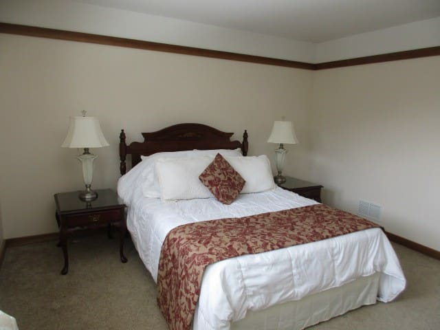 LAKE WALLENPAUPACK - LAKEFRONT ESTATE - Room 202