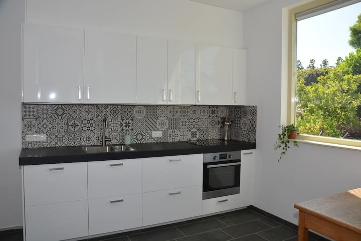 Apartment 70m2 mit Gartem und 4 Raedern