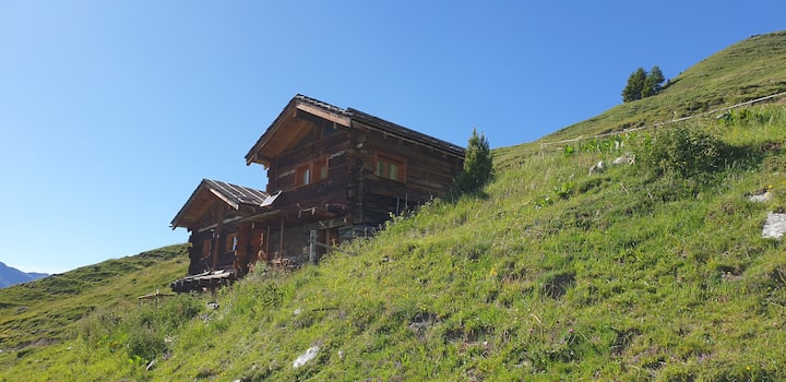 2 small cottages isolated in the pasture at 2146m