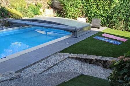 Aveyron, Belle grange rénovée,  F3, avec piscine