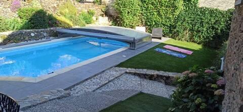 Aveyron Belle grange rénovée,  F3, avec piscine 3*