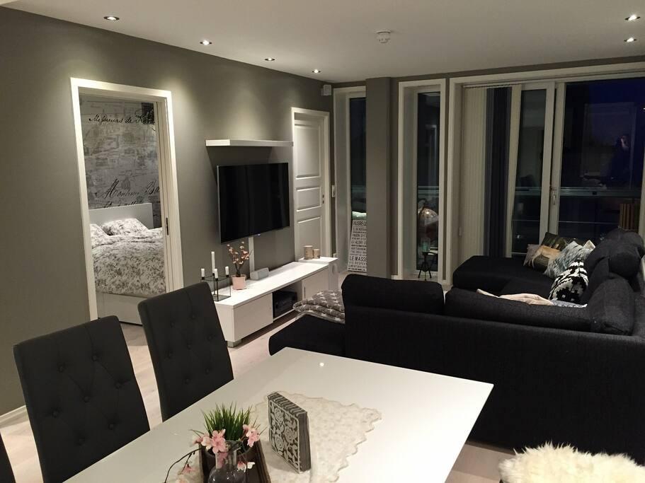 Stor stue med godt lysinnslipp