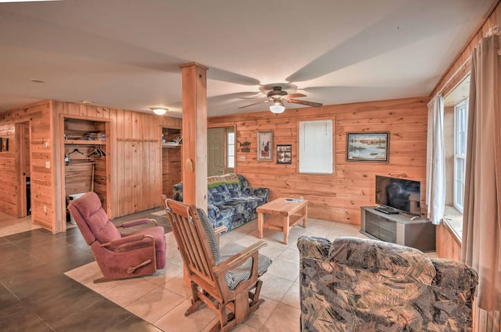 NEW! Lakefront 4BR St. David House - Great Fishing