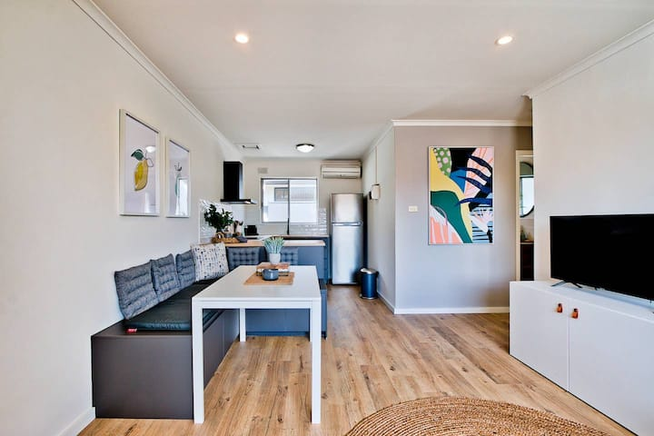 2 Bedroom Apt In Glenelg With Air-Con