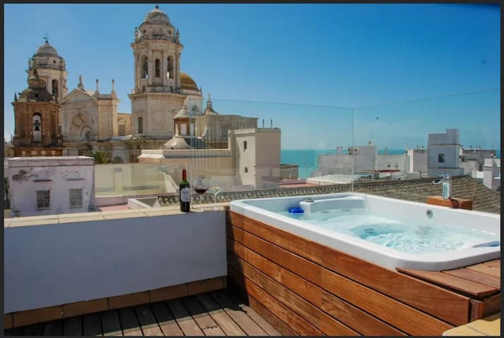 """SPECTACULAR VIEWS & JACUZZI  """"FREE PARKING"""""""