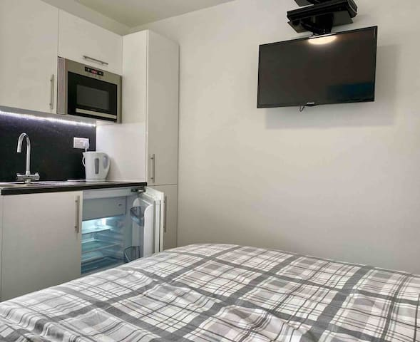 Superior room with ensuite and use of kitchen