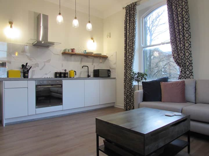 Central Buxton - stylish, modern apartment