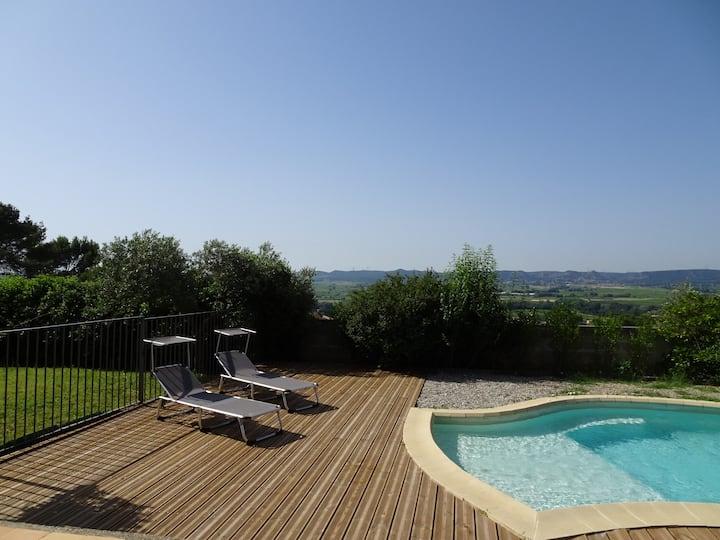 Jolie Villa avec belle vue proche Avignon et Uzès