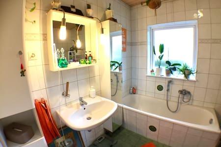 Kleines wohnliches Zimmer - Birkenwerder - Haus