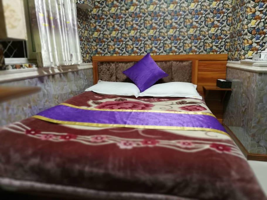 公卫大床房