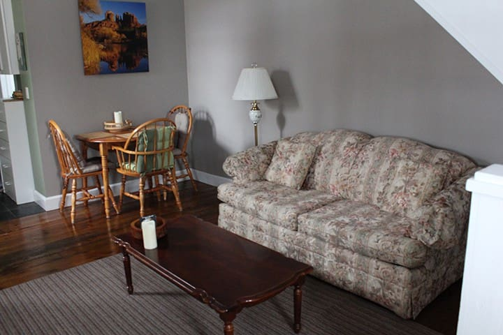 Cozy self contained private apartment with deck - Innisfil - Lakás