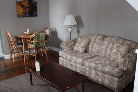 Cozy self contained private apartment with deck - Innisfil - 公寓