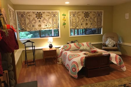 Garden Studio in Downtown Bellevue - Bellevue