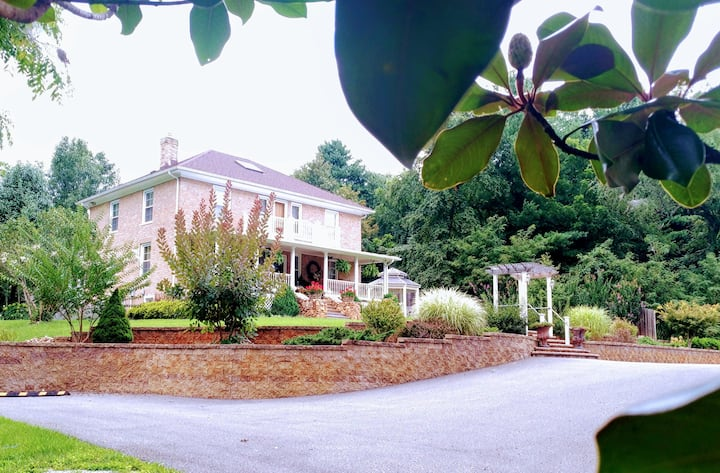 StoneHaven Bed and Breakfast - A Treasure in Floyd