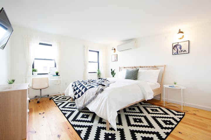 Spacious, beautiful room in the heart of Bushwick