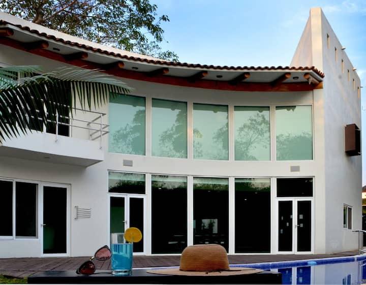 Casa Cocuyos Residencial campo de Golf Ixtapa