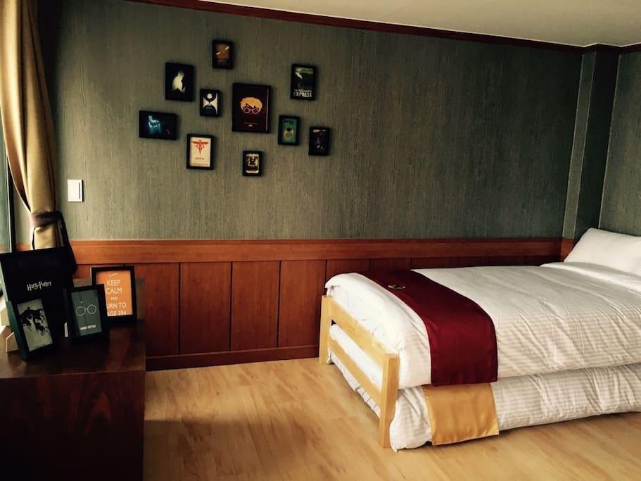 Twin bed for Jinjuwarts Dormitory Standard.