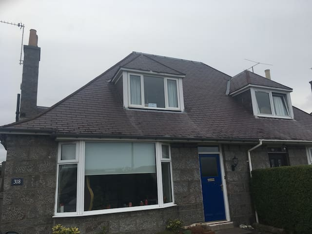 Family home in Aberdeen near Deeside line