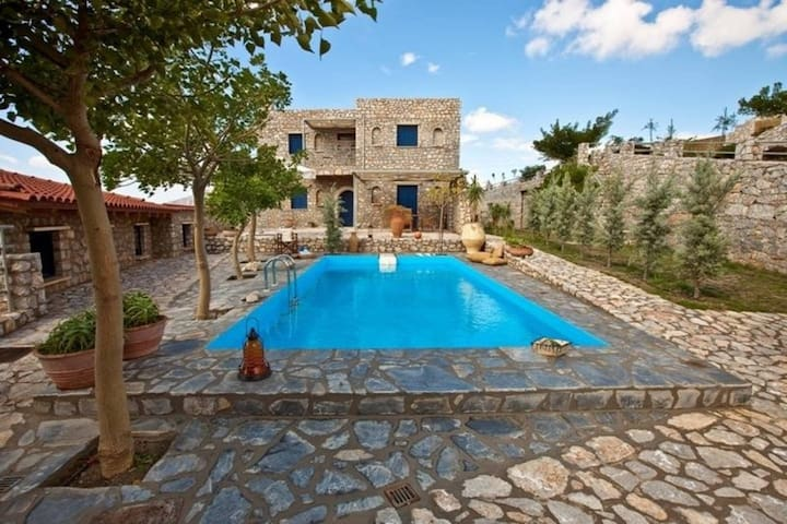 4 Bedroom Villa - Lampini - Villa