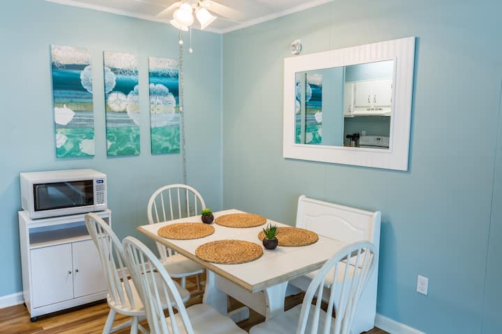Clean, Cozy & Steps to the Beach!