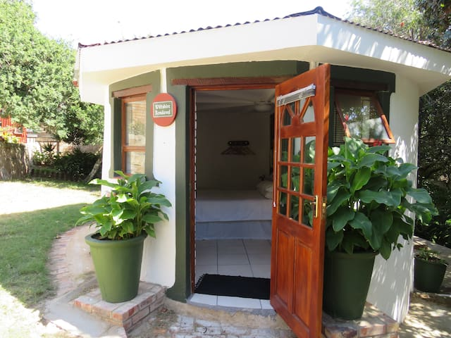 Wiltshire Rondavel is basic and affordable. - Port Alfred - Chalet