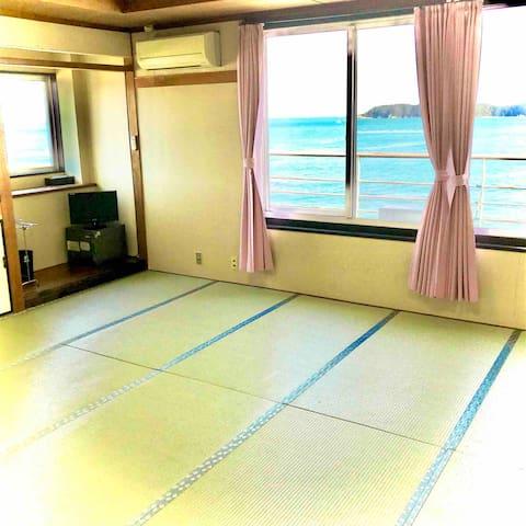 目の前はビーチ!のんびり過ごせるバス&トイレ付きの完全個室 Fukujyu 個室3