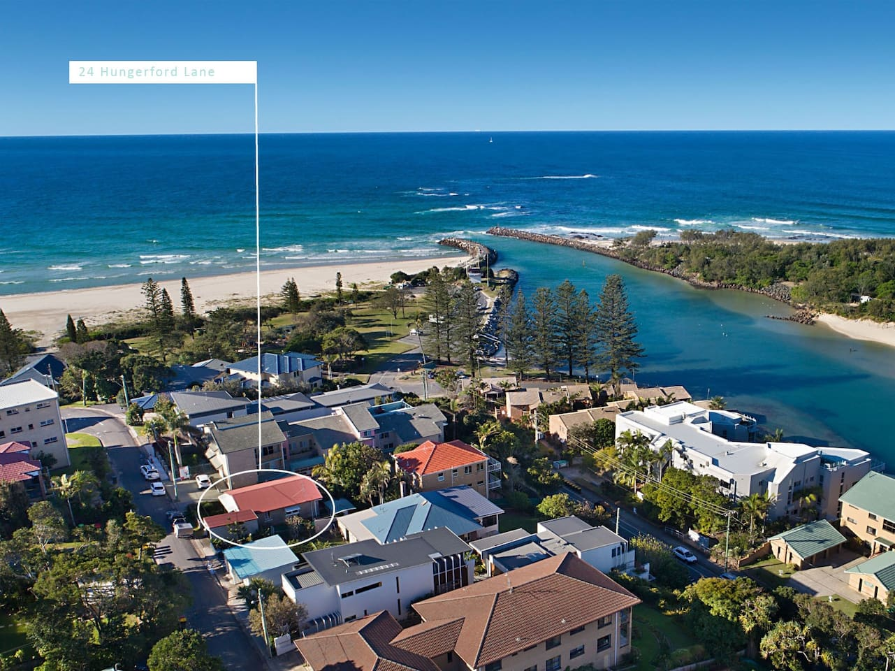 Location! Location! Location! 100m walk to the creek, beach and cafes.
