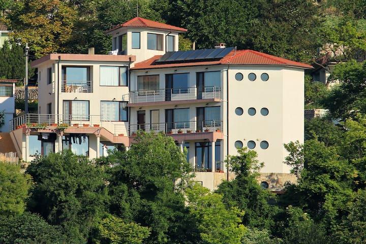 Splendid View @Guest Rooms Yordanovi Room #2 - Balchik - Huis