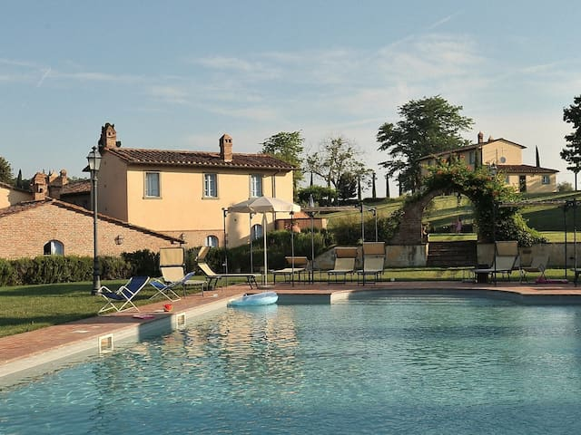 Romantic Tuscany for two at Roses - Montepulciano