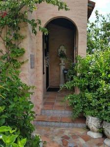 Historic Mini Estate near Mar-A-Lago - West Palm Beach - Villa