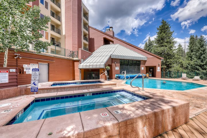 NEW LISTING! Ski-in/out condo w/ balcony, shared pool & hot tub!