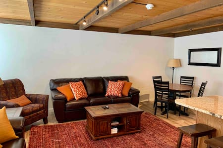 SunValley Atelier WALK to SKI, Sleeps6,2 Bath,Pool