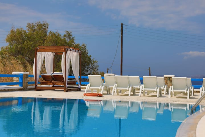 Maganos DekaEfta: Shared pool, A/C, Breakfast