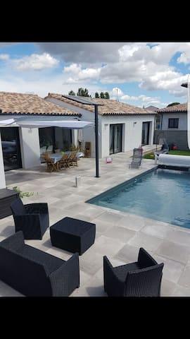 Maison neuve proche carcassonne avec piscine