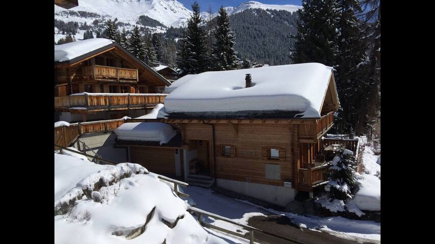LA ROUGE CHALET  *SKI TO YOUR DOOR*