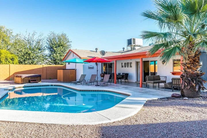 Larkspur Villa, Resort Living, Heated Pool &Hot Tub, Scottsdale.