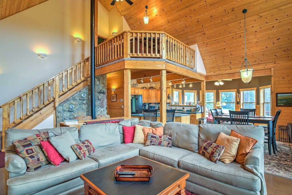 Throughout 3,200 square-feet of living space, this home comfortably accommodates 11 guests.