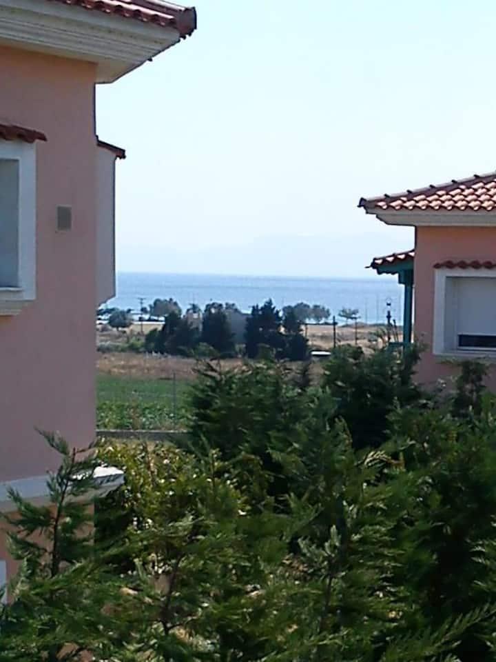 Φανάρι, Στούντιο ,παραλία Αρωγής, με κήπο,  θέα