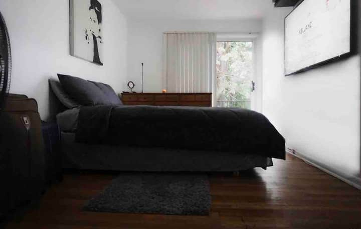 2BR Balcony Has NYC Views 15 Min To Times Square