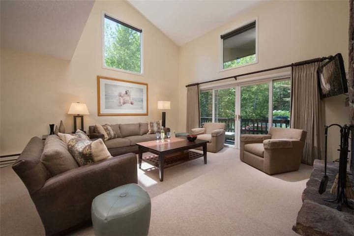 2.5bd/2ba Four Seasons 1 8