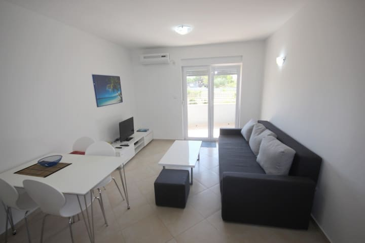 Apartment in Vrsi Mulo, close to the beach